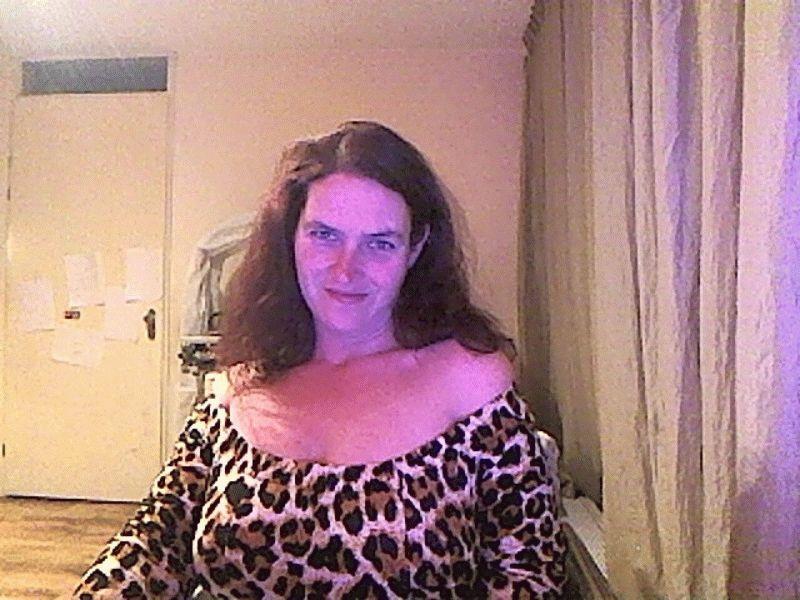 22shadow is een webcam dame van 32 jaar oud