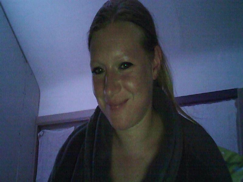 Huisvrouw Alaayah uit Gent zoekt fantasierijke spannende mannen voor haar webcam.