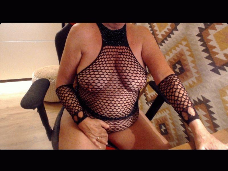 Annabella is een webcam dame van 59 jaar oud