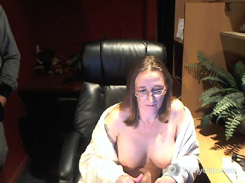 Emmy is een webcam dame van 48 jaar oud