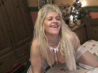 De lekkere kinky 46 jarige Jennyx doet alles als je haar geil uitdaagt