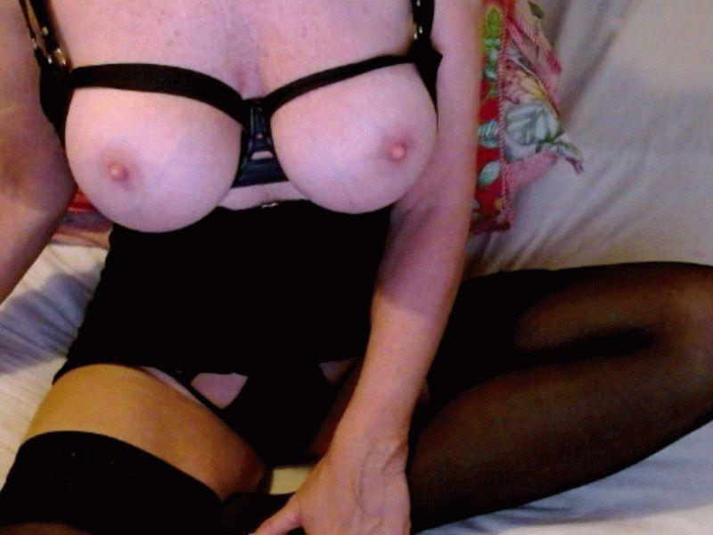 De extreem geile 41 jarige camslet 34manon doet alles voor haar webcam.