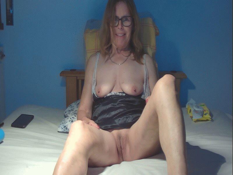 Nu live hete webcamsex met Hollandse amateur  adelia?