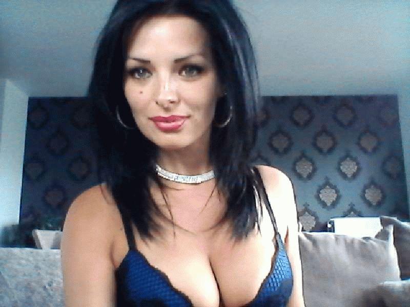 De heetste meiden online achter de webcam alexiaa?