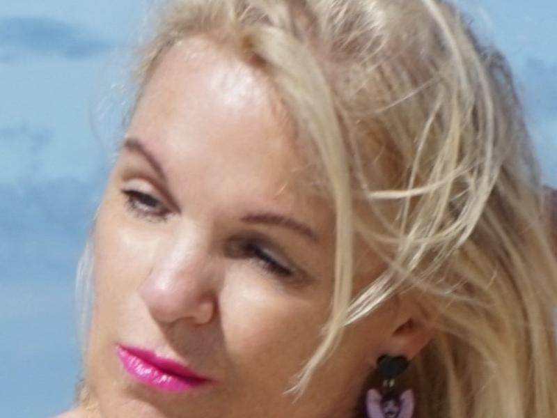 Nu live hete webcamsex met Hollandse amateur  amie?