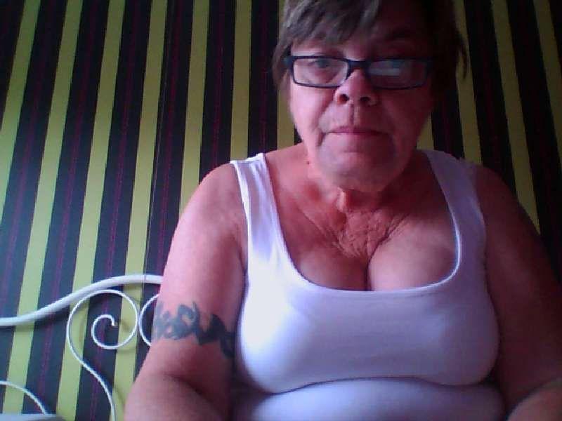Nu live hete webcamsex met Hollandse amateur  anjer?