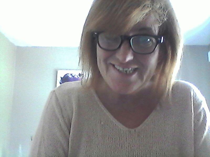Nu live hete webcamsex met Hollandse amateur  annalaura?