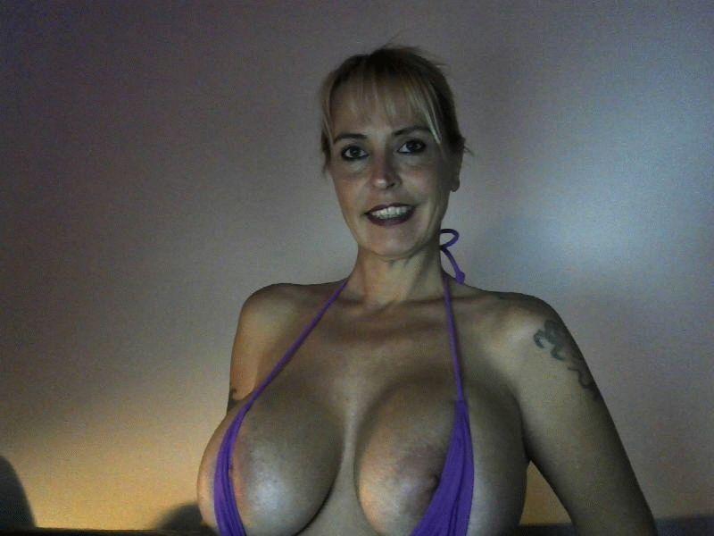 Nu live hete webcamsex met Hollandse amateur  audrey76?