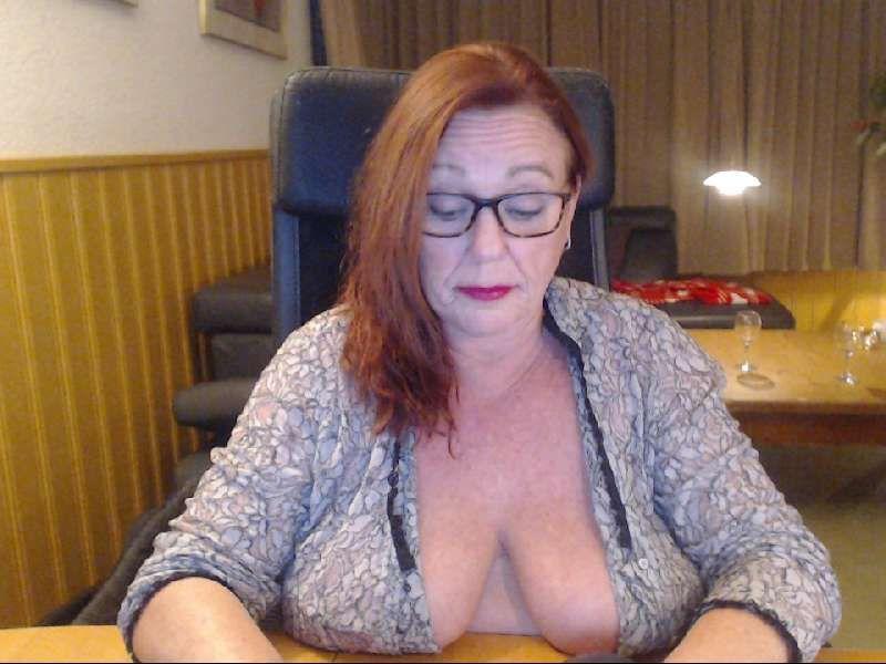Nu live hete webcamsex met Hollandse amateur  bblaura?