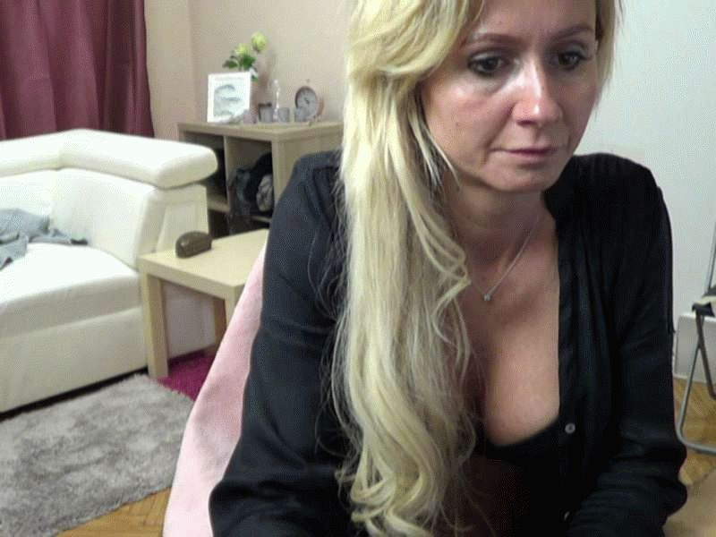Nu live hete webcamsex met Hollandse amateur  beccacastle?
