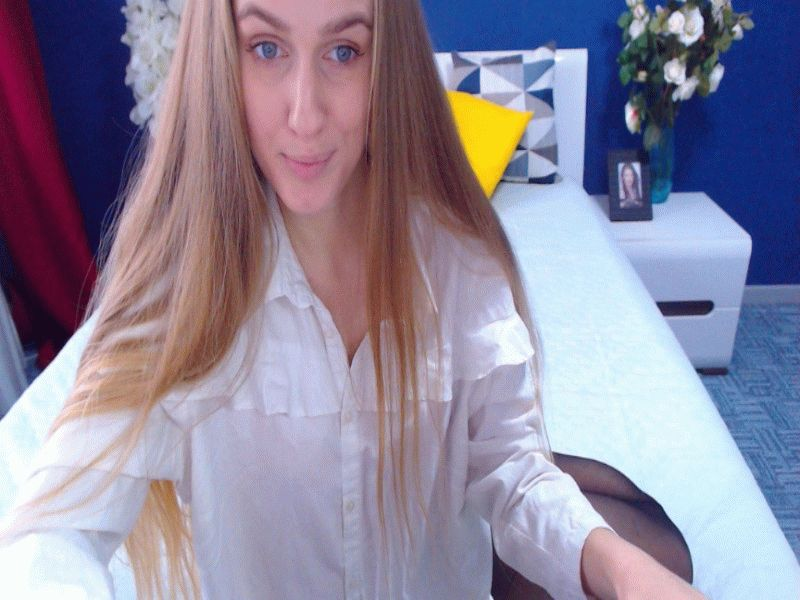 Nu live hete webcamsex met Hollandse amateur  bellini?