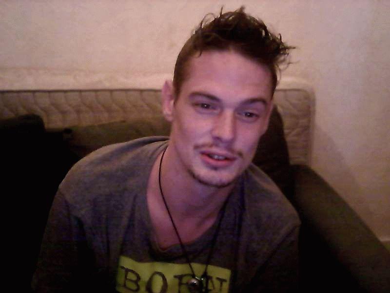 Nu live hete webcamsex met Hollandse amateur  biboyhot?