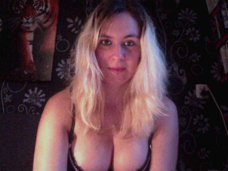 Nu live hete webcamsex met Hollandse amateur  bocagirl?