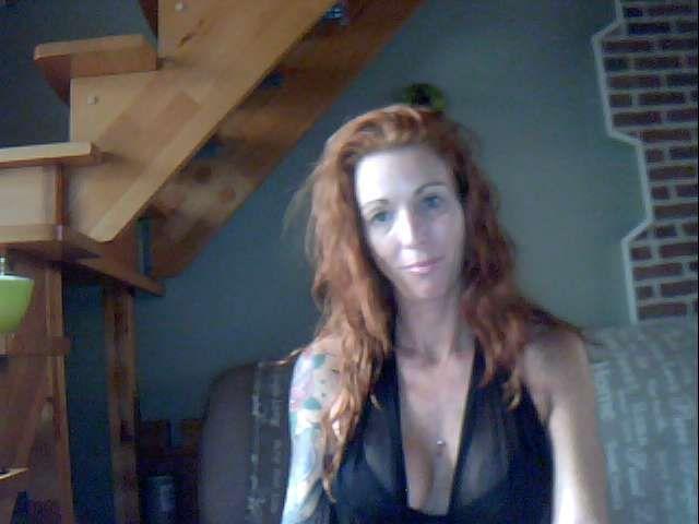 Nu live hete webcamsex met Hollandse amateur  bonny40?