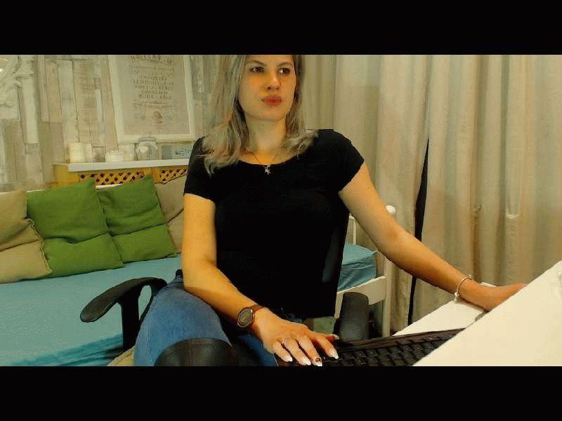 Nu live hete webcamsex met Hollandse amateur  bryanne?