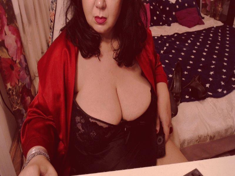 Nu live erotisch webcammen met Hollandse amateur  buztyviolet?