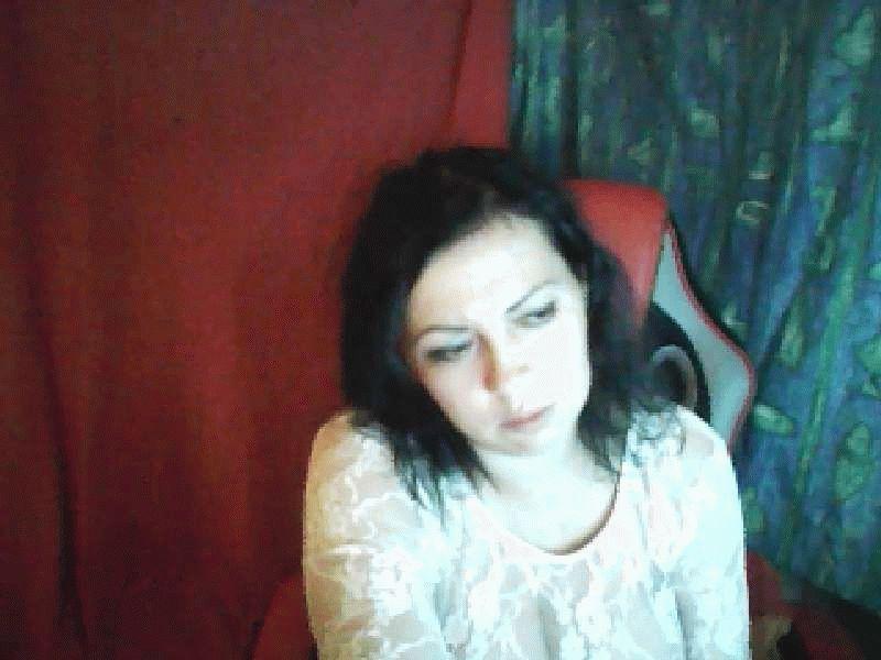 Nu live hete webcamsex met Hollandse amateur  celine_x?