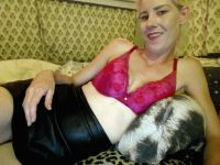 Nu live hete webcamsex met Hollandse amateur  chantal28?