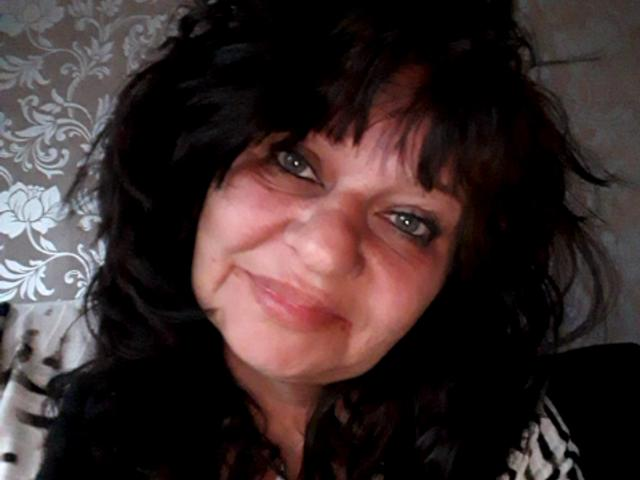 Nu live hete webcamsex met Hollandse amateur  chantal70?