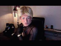 Live tranny sex show met 54-jarige shemale