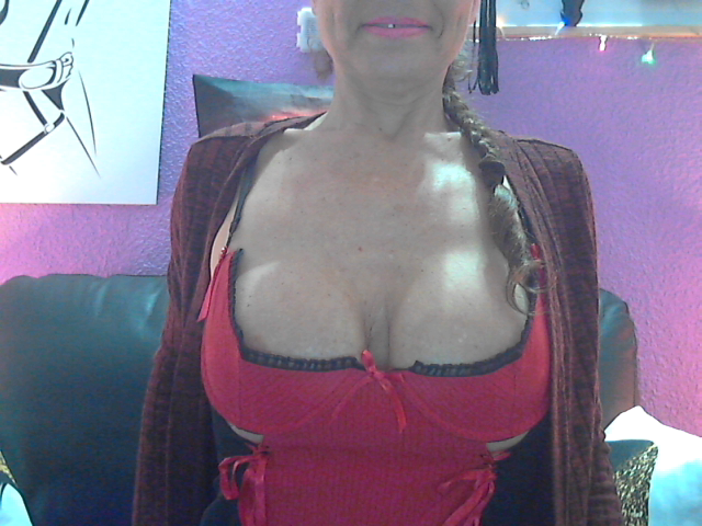 Nu live hete webcamsex met Hollandse amateur  christin71?