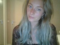 Nu live hete webcamsex met Hollandse amateur  cinnamon19?