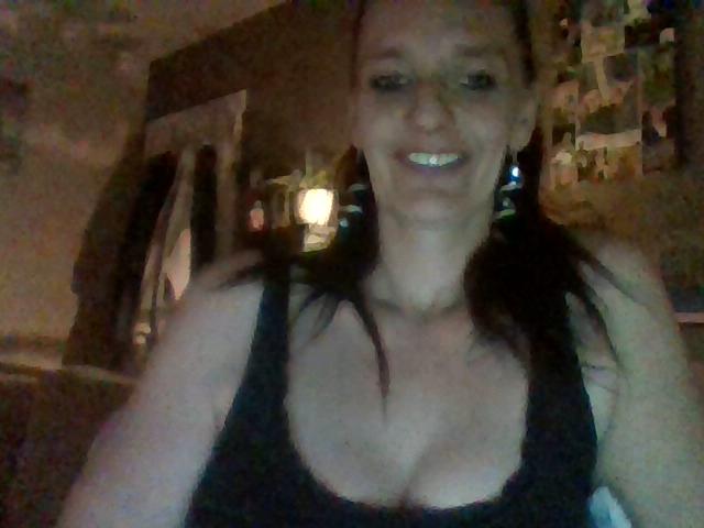 Nu live hete webcamsex met Hollandse amateur  daimonddaisy?