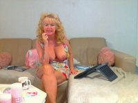 Cam model datinggirl 40 jaar, cupmaat d75 en slank gebouwd.