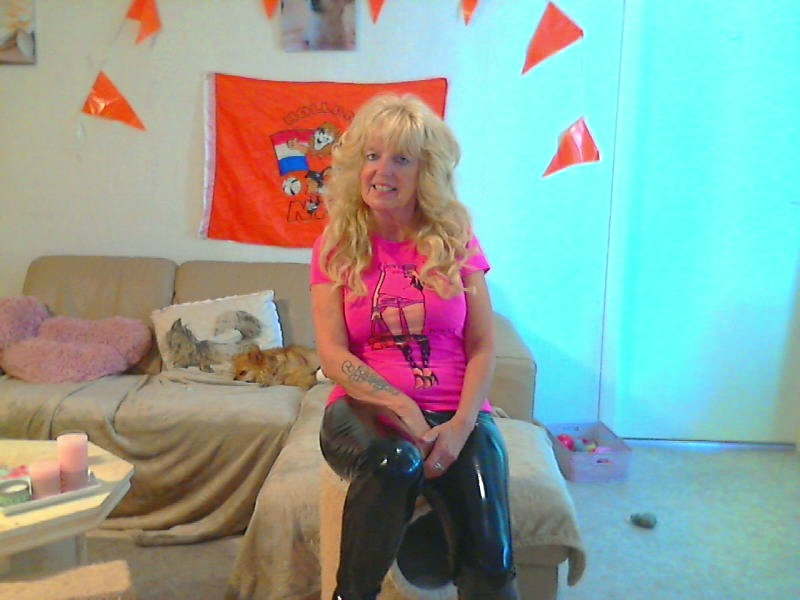 Nu live hete webcamsex met Hollandse amateur  datinggirl?