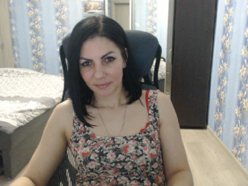 Nu live hete webcamsex met Hollandse amateur  elena331?