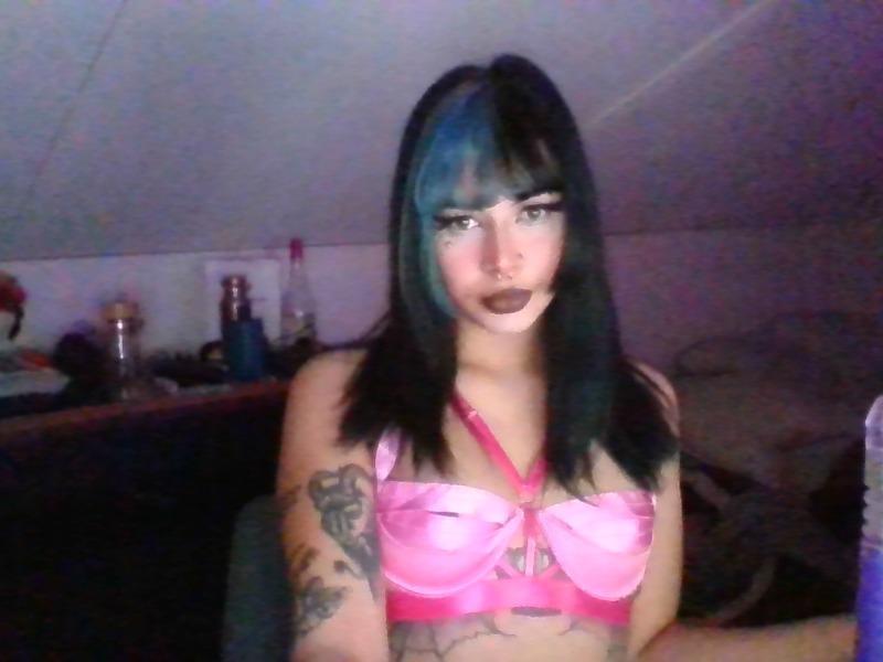 Nu live hete webcamsex met Hollandse amateur  emilywinter1?
