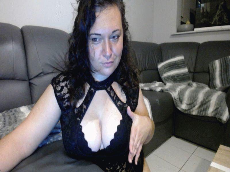 Nu live hete webcamsex met Hollandse amateur  emma25?
