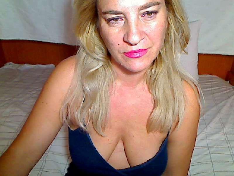 Nu live hete webcamsex met Hollandse amateur  eroticaxxx?