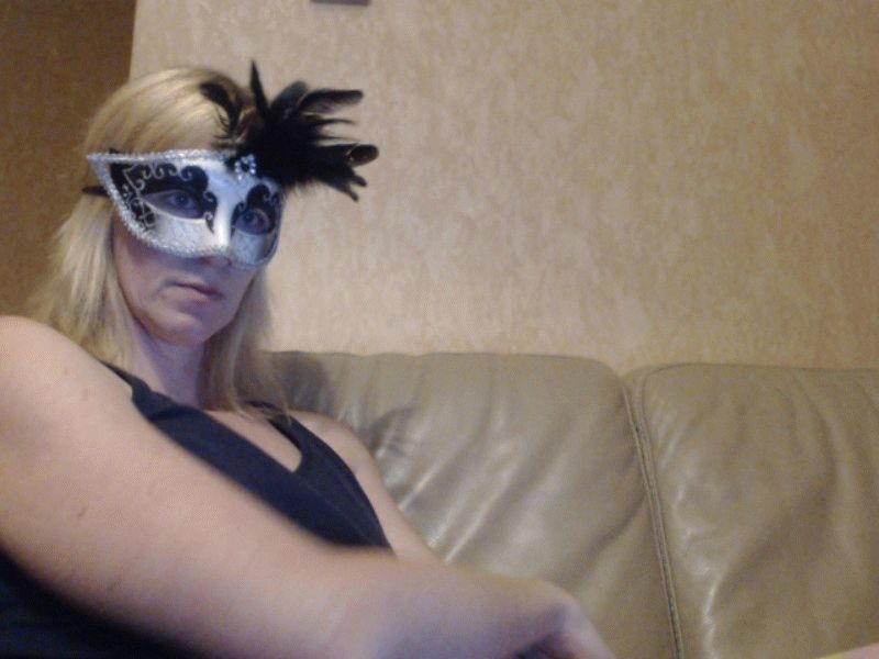 Nu live hete webcamsex met Hollandse amateur  fanny34?