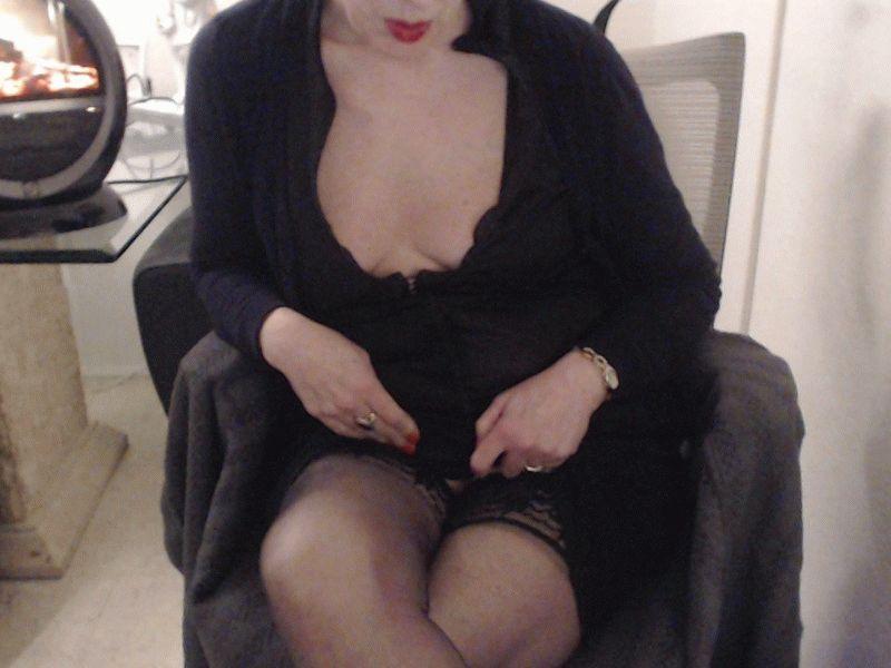 45 jarige Hollandse huisvrouw Fernanda voert hete showtjes op voor jou!