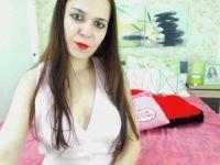 De heetste meiden online achter de webcam foxyantonia?