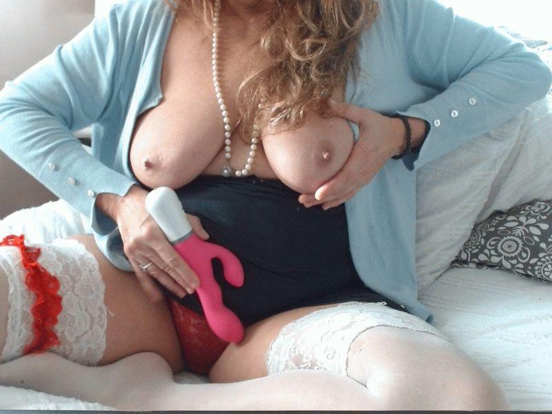 49 jr vuurhete huisvrouw Freyathuis uit Rdam wil al je geilste fantasieen waarmaken.