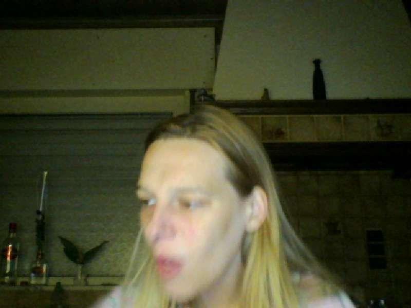 Geil-28 is een Vlaamse erotische blonde cammeid die jou wil zien genieten.
