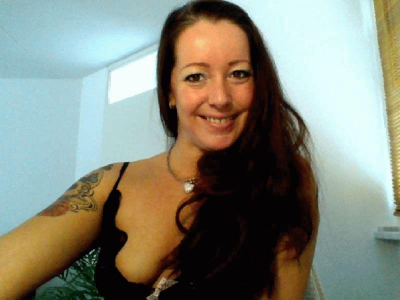 Nu live hete webcamsex met Hollandse amateur  gioia78?
