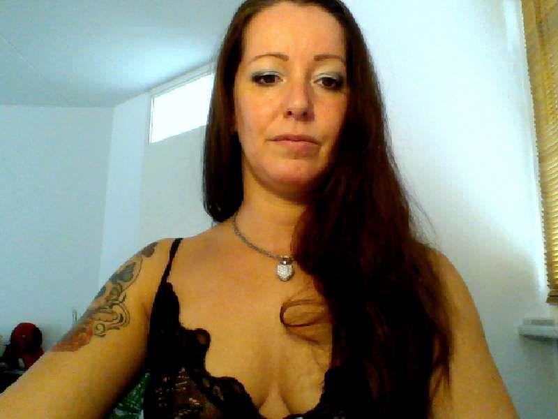 37 jarige huisvrouw Gioia78 uit Amsterdam geeft ophitsende lapdans voor haar cam.