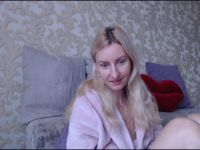 Nu live hete webcamsex met Hollandse amateur  gloriacharm?