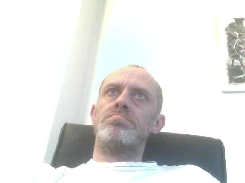 Nu live hete webcamsex met Hollandse amateur  heetbokj71?