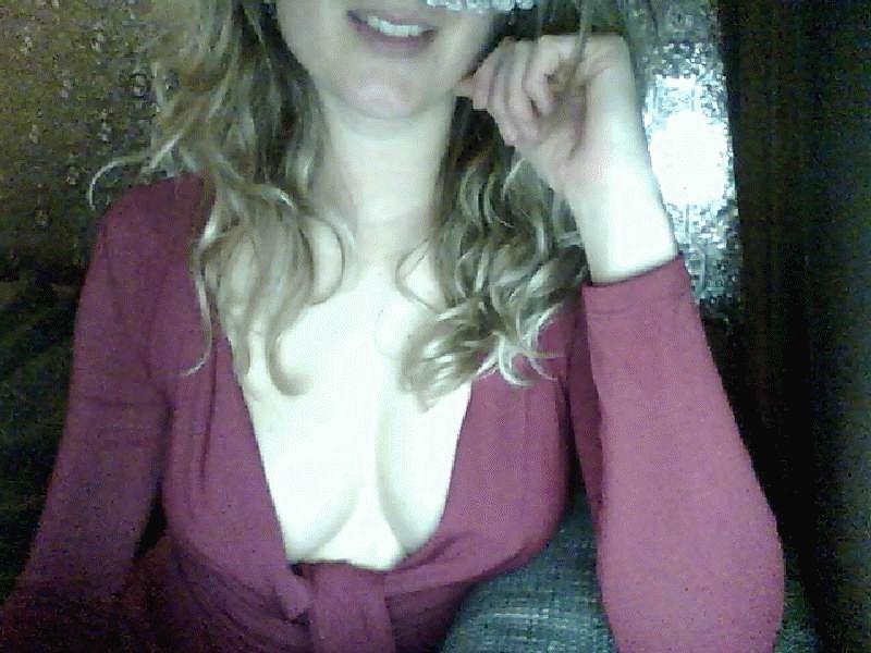 Nu live hete webcamsex met Hollandse amateur  heetstudentje?