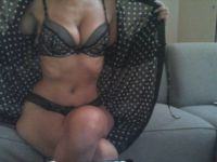 De heetste meiden online achter de webcam helai?