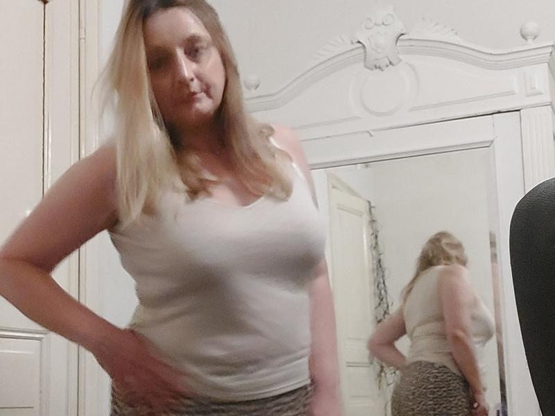 De heetste meiden online achter de webcam helena77?