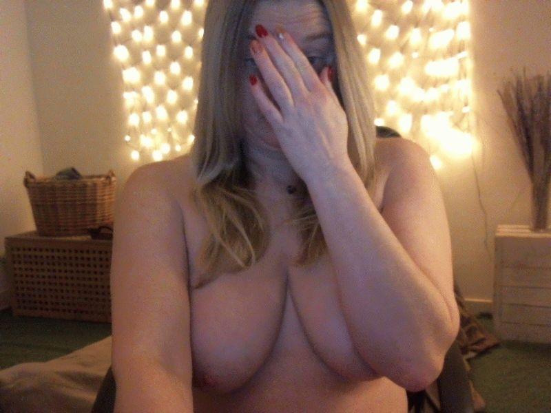 38 jarige huisvrouw Helena77 uit Mechelen laat haar vulgaire kant zien voor de cam.