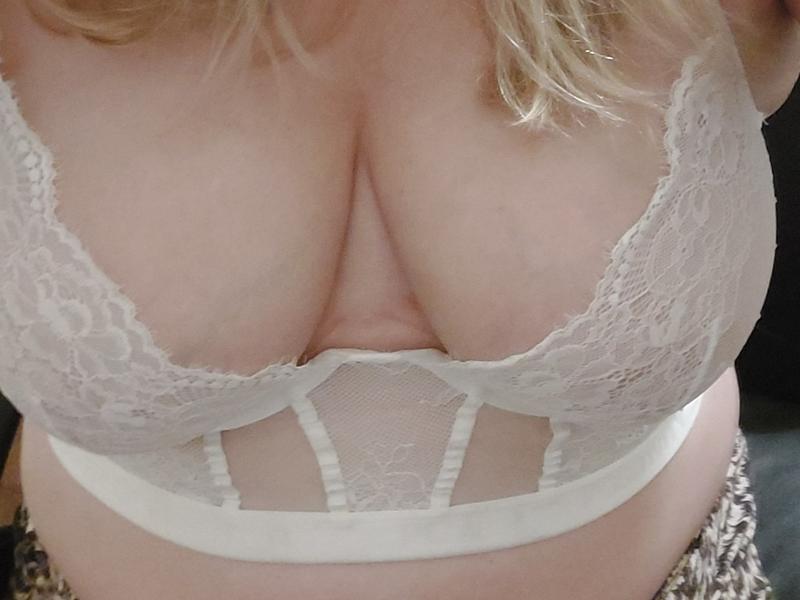 Nu live hete webcamsex met Hollandse amateur  helena77?