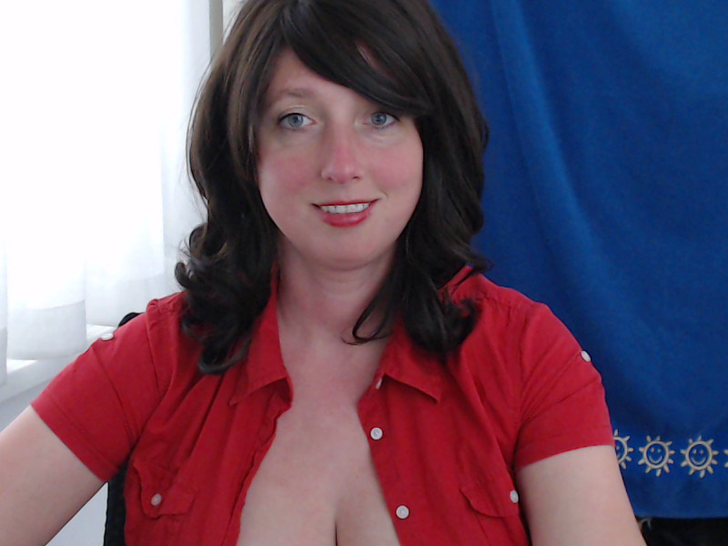 Nu live hete webcamsex met Hollandse amateur  hotdestany?