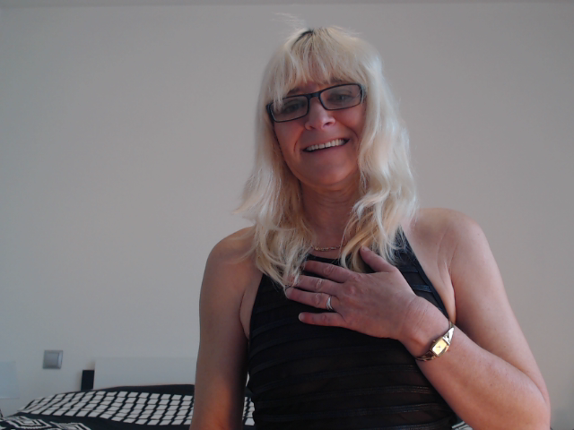Nu live hete webcamsex met Hollandse amateur  hotlinda?