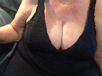Nu live hete webcamsex met Hollandse amateur hotwetlady?